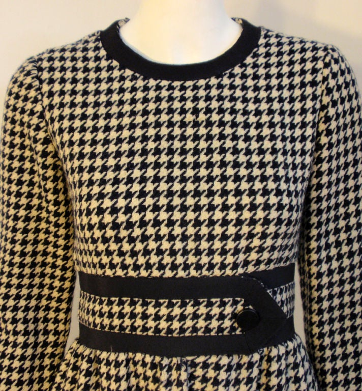 JEAN PATOU Blue & White Wool Houndstooth Day dress with Front Pockets, 1960s For Sale 1