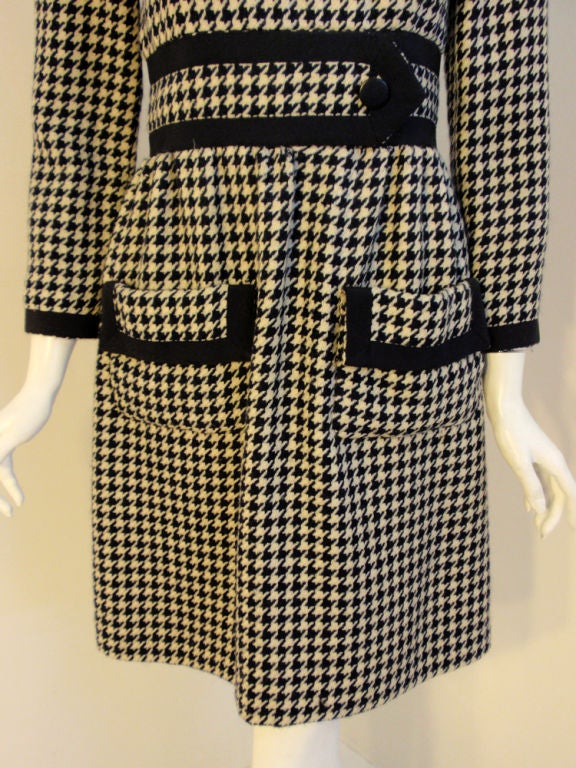 JEAN PATOU Blue & White Wool Houndstooth Day dress with Front Pockets, 1960s For Sale 2