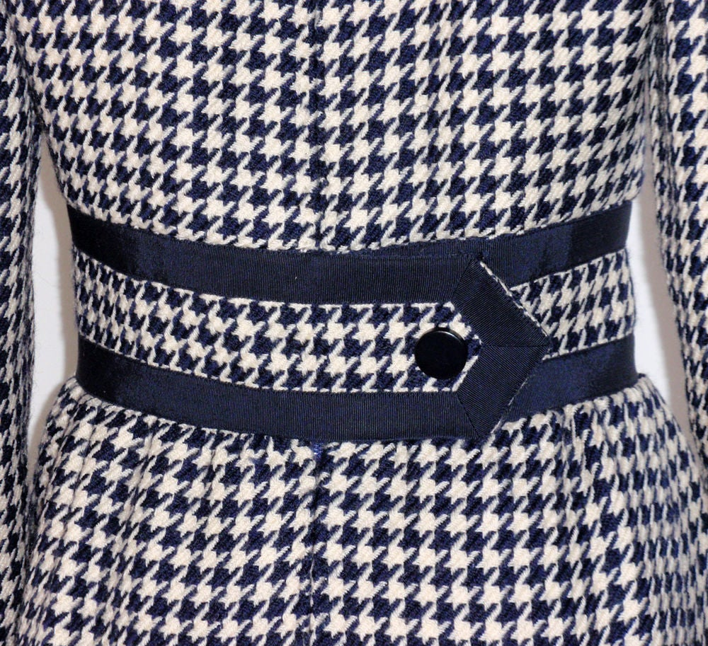 JEAN PATOU Blue & White Wool Houndstooth Day dress with Front Pockets, 1960s For Sale 3