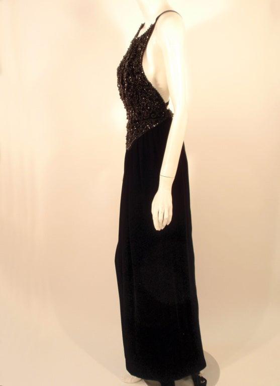 Oscar de la Renta Black Velvet beaded Gown, Halter Top Bodice 6 For Sale 1