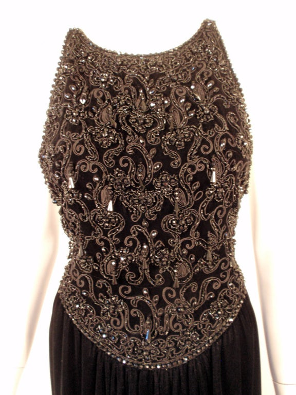 Oscar de la Renta Black Velvet beaded Gown, Halter Top Bodice 6 For Sale 3