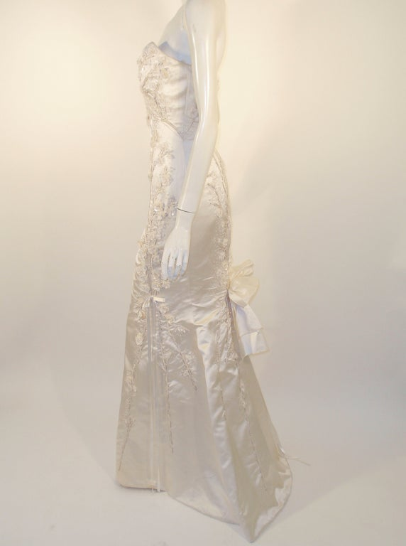 Carolina Herrera Cream Satin Strapless Wedding Gown w/ Beading 4