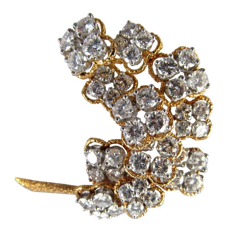 Van Cleef & Arpels Floral Diamond Brooch For Sale 2