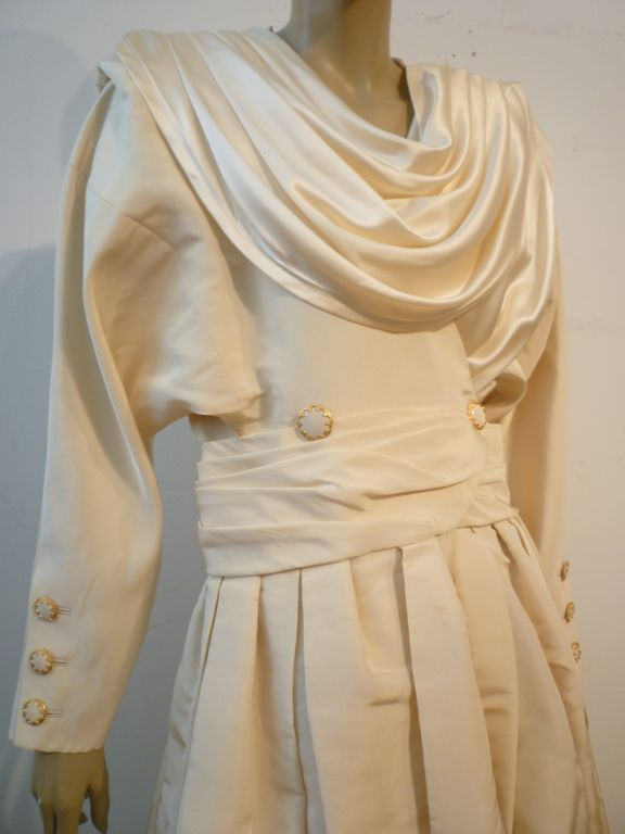 Women's Chanel Haute Couture Ivory Silk Formal Coat Dress For Sale
