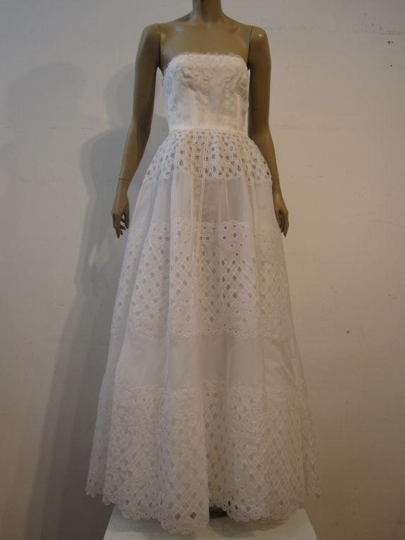 Oscar De la Renta White Eyelet Lace Strapless Gown 3