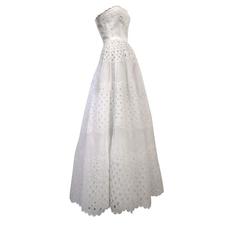 Oscar De la Renta White Eyelet Lace Strapless Gown 1