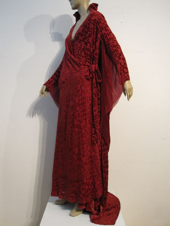 20s Burgundy Velvet Déshabillé w/ Dramatic Sleeve Detail For Sale 5
