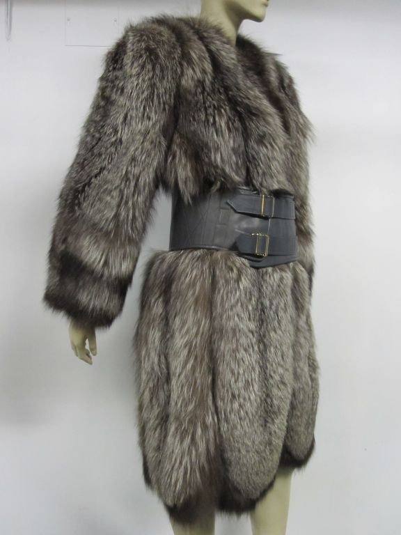 Luxurious 40s Silver-Tipped Fox Fur Coat with Scalloped Hem 3