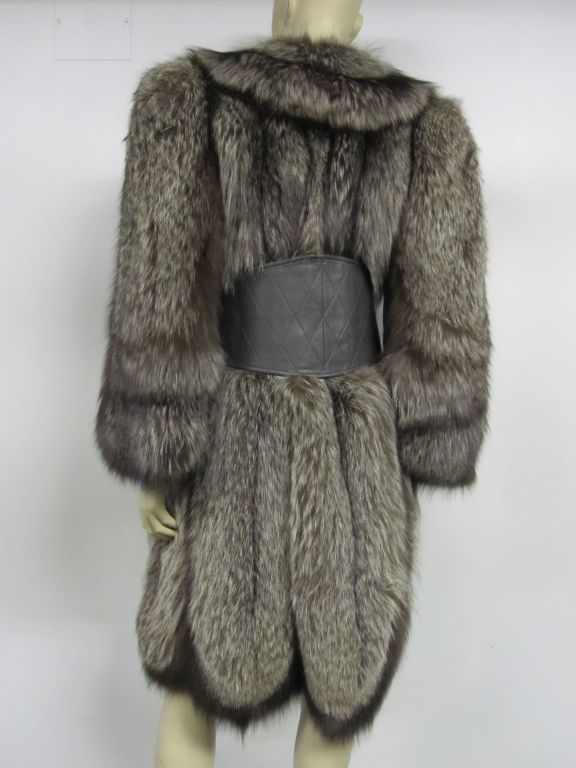 Luxurious 40s Silver-Tipped Fox Fur Coat with Scalloped Hem 5