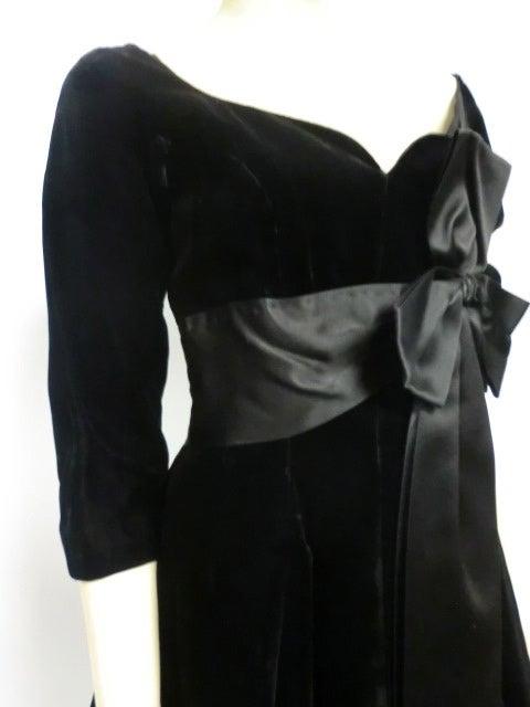 50s Mollie Parnis Black Velvet Cocktail Dress w/ Wide Satin Bow 5