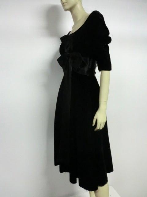 50s Mollie Parnis Black Velvet Cocktail Dress w/ Wide Satin Bow 3