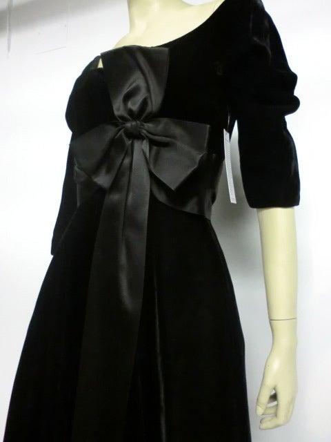 50s Mollie Parnis Black Velvet Cocktail Dress w/ Wide Satin Bow 6