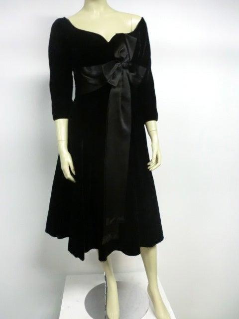 50s Mollie Parnis Black Velvet Cocktail Dress w/ Wide Satin Bow 7