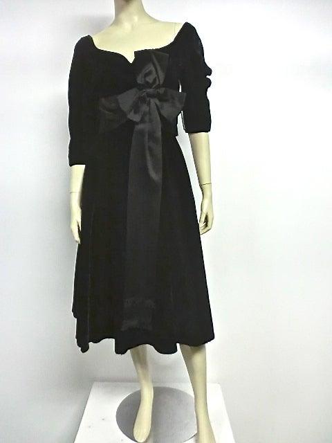 50s Mollie Parnis Black Velvet Cocktail Dress w/ Wide Satin Bow 2