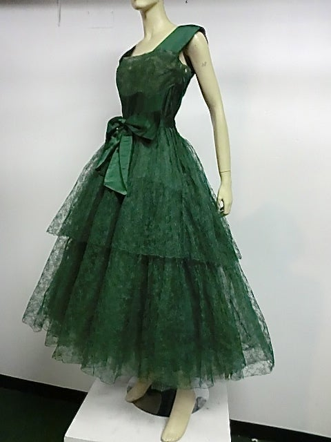50s Kelly Green Silk Chantilly Lace and Satin Tea Length Gown 2