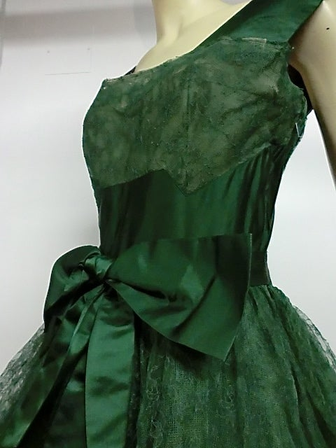 50s Kelly Green Silk Chantilly Lace and Satin Tea Length Gown 3