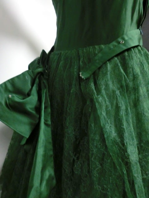50s Kelly Green Silk Chantilly Lace and Satin Tea Length Gown 8