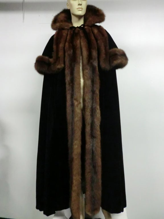 1950s Mainbocher Couture Velvet and Sable Trimmed Evening Cape 2