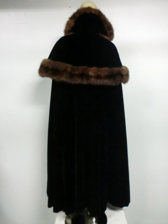 1950s Mainbocher Couture Velvet and Sable Trimmed Evening Cape 3