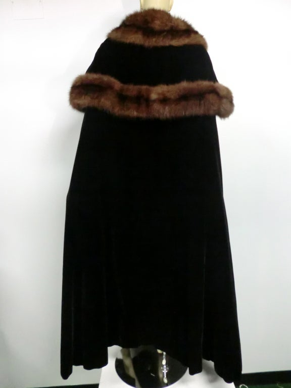 1950s Mainbocher Couture Velvet and Sable Trimmed Evening Cape 4