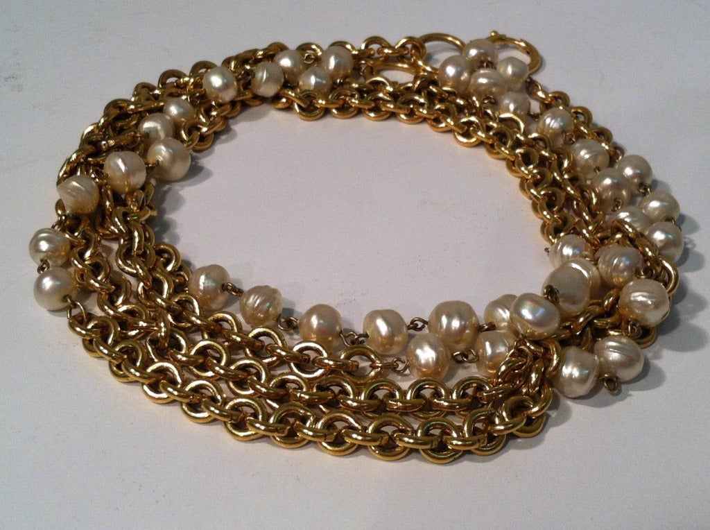 """Women's 1980s Chanel 40"""" Long Baroque Faux Pearl and Gold Chain Necklace For Sale"""