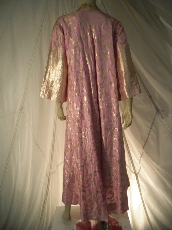 Brown Maharani Indian Sari Cloth Silk Robe in Pink and Gold For Sale