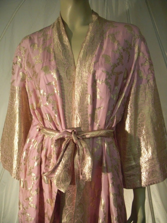 Maharani Indian Sari Cloth Silk Robe in Pink and Gold In Excellent Condition For Sale In San Francisco, CA