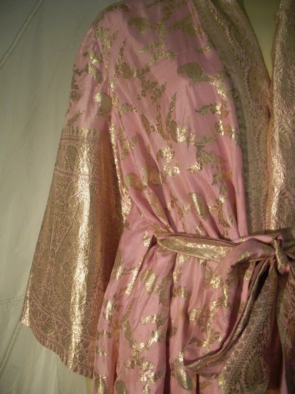 Women's Maharani Indian Sari Cloth Silk Robe in Pink and Gold For Sale