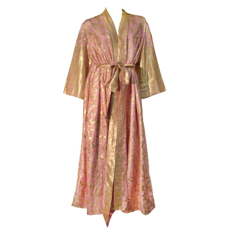 Maharani Indian Sari Cloth Silk Robe in Pink and Gold For Sale