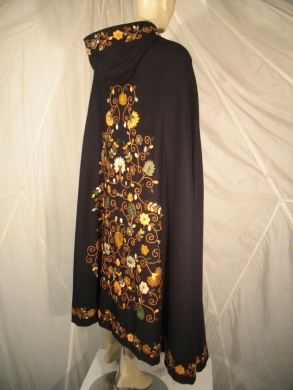 1970s Lightweight Wool Cape with Lovely Crewel Work Back Panel and Hood For Sale 5