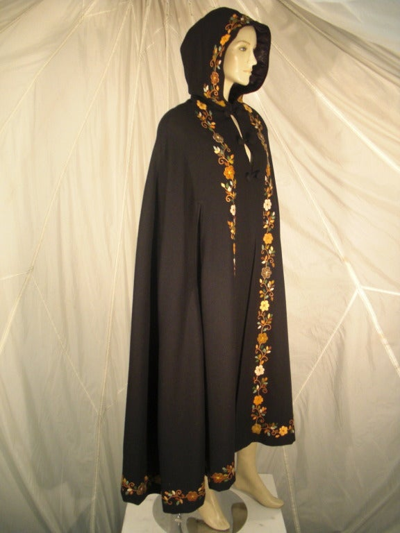 1970s Lightweight Wool Cape with Lovely Crewel Work Back Panel and Hood For Sale 6