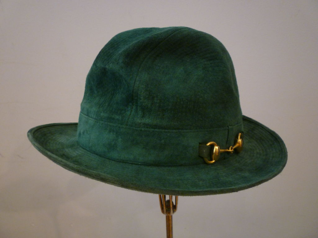 70s Gucci Green Trapunto Stitched Suede Hat w/ Toggle For Sale 2