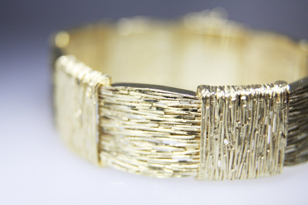 Cartier 18 Karat Yellow Gold Bracelet In Excellent Condition For Sale In Coral Gables, FL