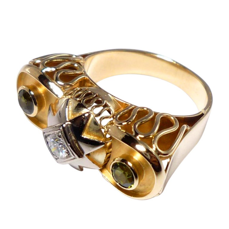 1930s Art Deco Three-Stone Diamond Peridot Gold Cocktail Ring