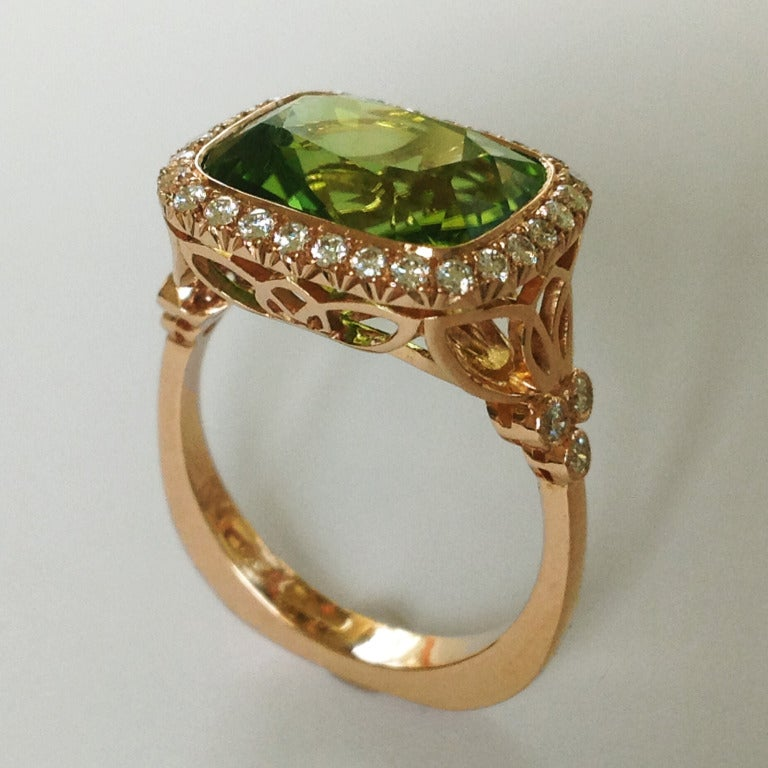 Dalben Design Peridot and Diamonds ring mounted in 18 kt rose gold.