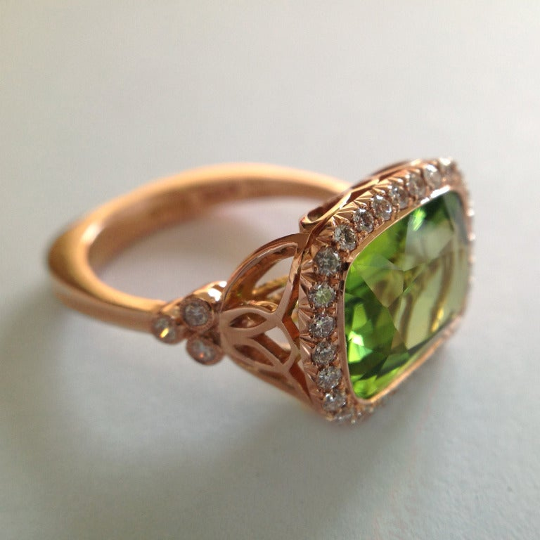 Dalben Peridot Diamond Gold Ring In As New Condition For Sale In Como, IT