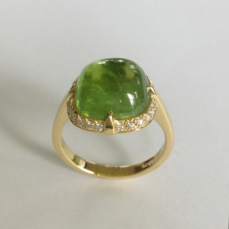 Contemporary Dalben Peridot Diamond Gold Ring For Sale