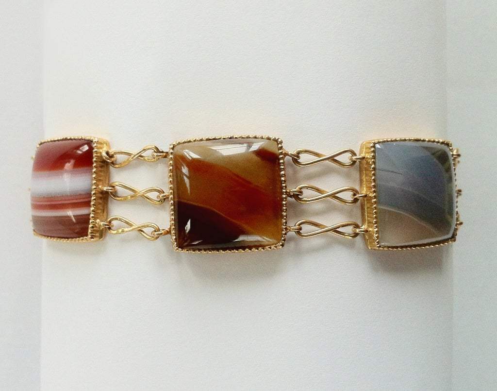 This unique bracelet is composed of six Cushion cut Agates monted in Rose Gold 18 kt . The bracelet is completely hand made in Italy Como with a rigorous quality workmanship .