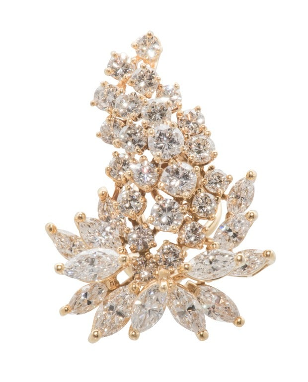 Stunning Diamond Cluster Earrings In Excellent Condition For Sale In Houston, TX