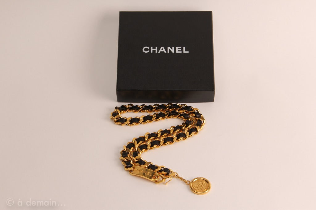 Chanel 1995 black leather and gold metal chain belt 8