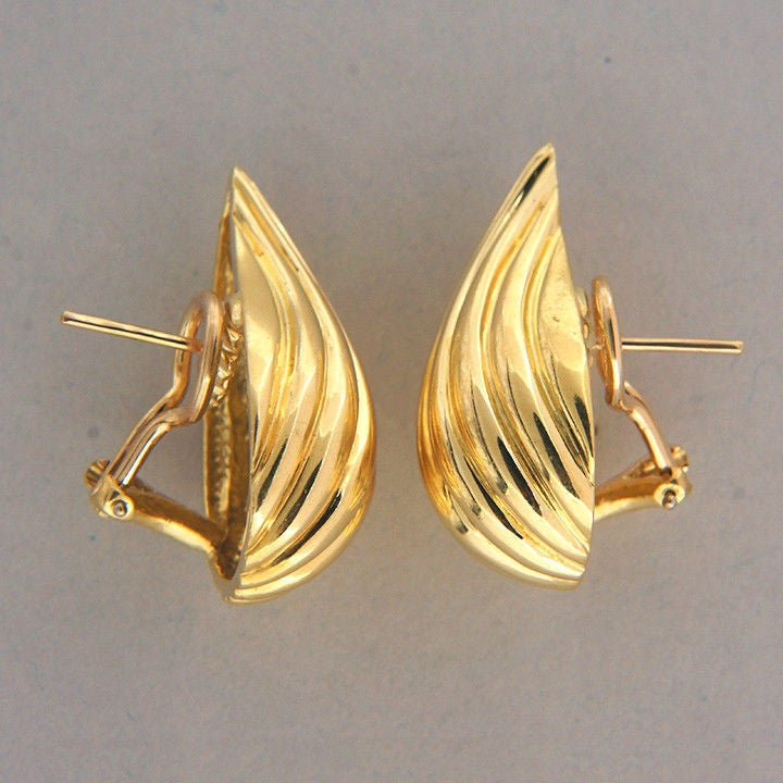 Tiffany & Co. Gold Tear Drop Clip Post Earrings In Good Condition For Sale In Stamford, CT