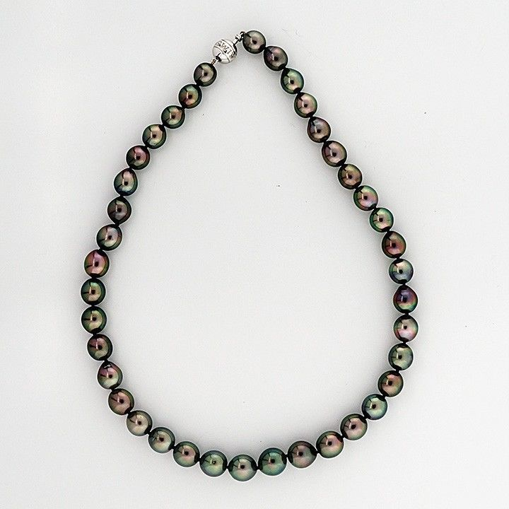 Mikimoto Tahitian Black South Sea Pearl Gold Necklace In Good Condition For Sale In Stamford, CT