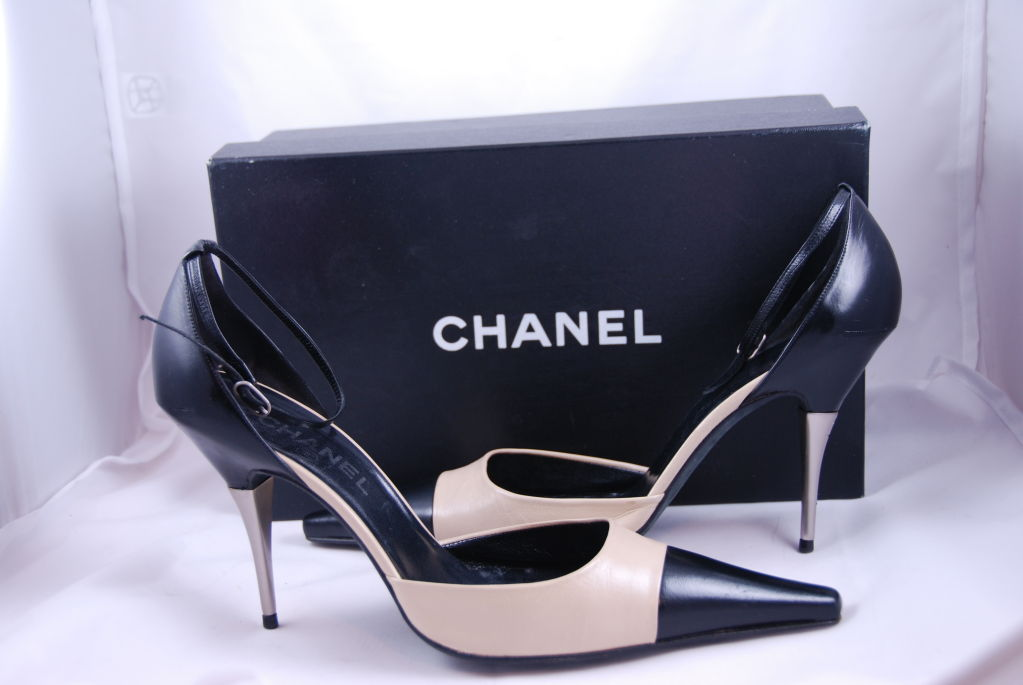 Chanel Ankle Strap Spectator Shoes Sz 42 image 8