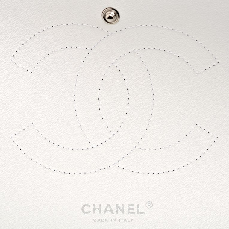 Chanel White Quilted Caviar Jumbo Classic 2.55 Double Flap Bag For Sale 4