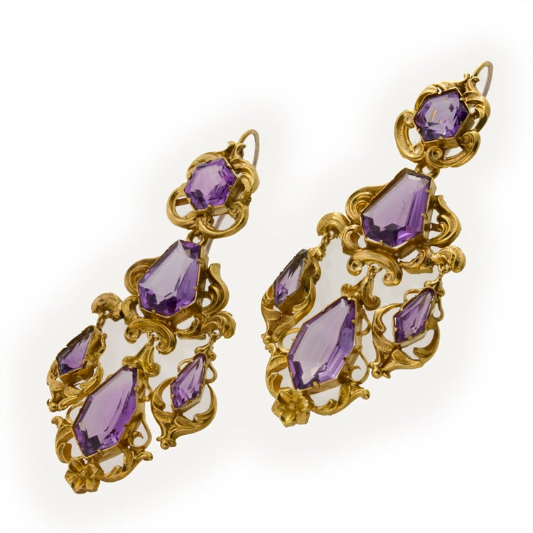 Victorian Amethyst Gold Drop Earrings In Excellent Condition For Sale In London, GB