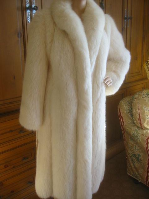 Revillon Luxurious Artic White Fox Fur Coat sz L For Sale 3