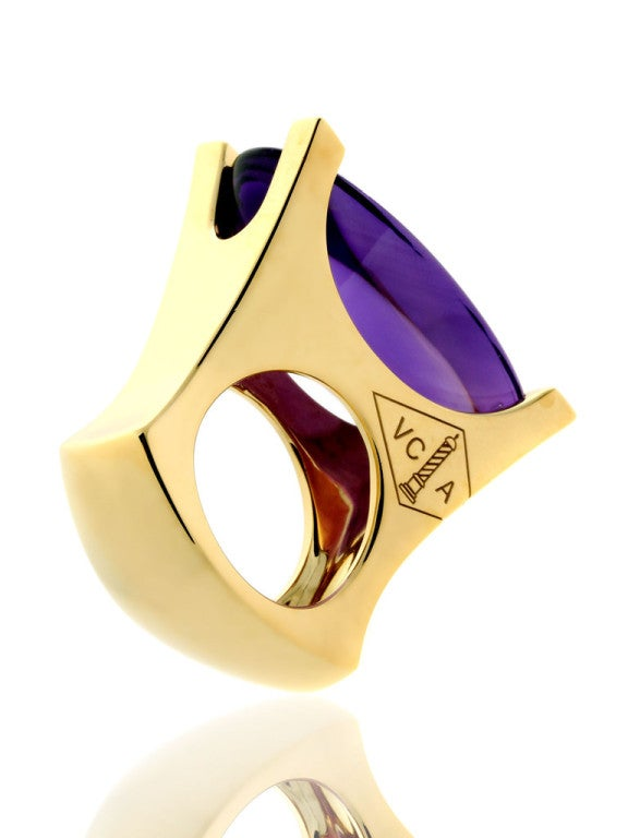 Van Cleef & Arpels Amethyst Diamond Gold Ring In As New Condition For Sale In Feasterville, PA