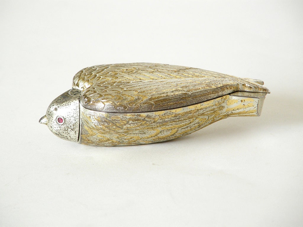 """Rare Sterling """"Bird in Hand"""" Compact by Salvador Dali In Good Condition For Sale In Chicago, IL"""