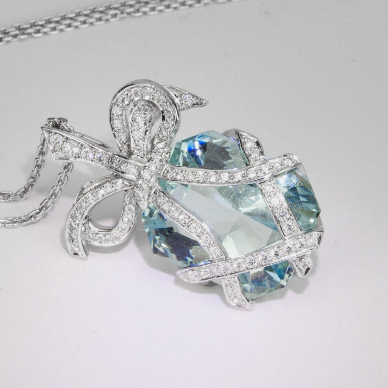 Outstanding 34.05 Carat Aquamarine Diamond Gold Bow Pendant Statement Necklace 2
