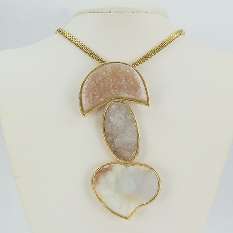 Druzy Gold Statement Pendant Necklace with Heart In As New Condition For Sale In Montreal, QC